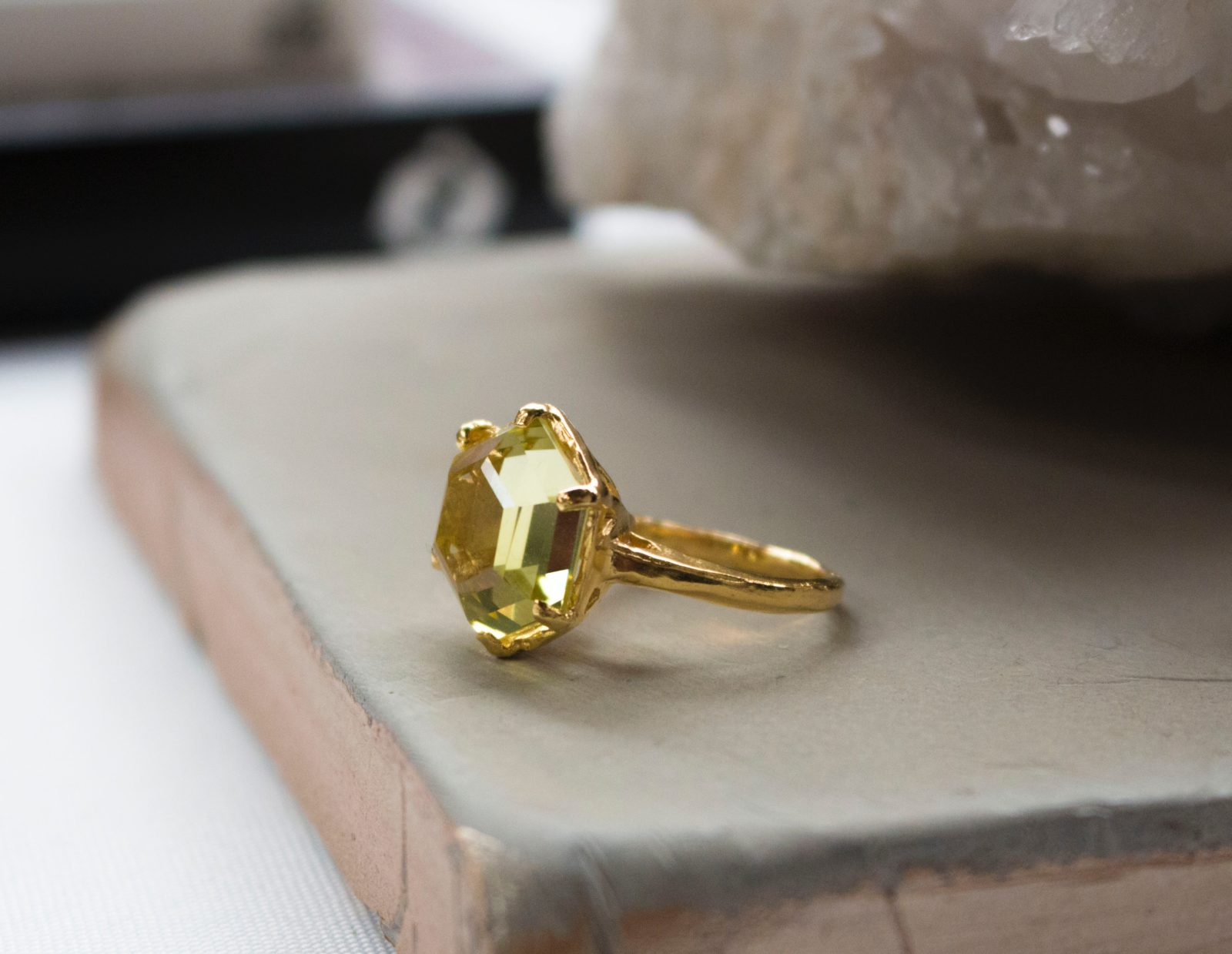 rings pin yellow stone gem in vintage gold l ring e diamond gorgeous v engagement o